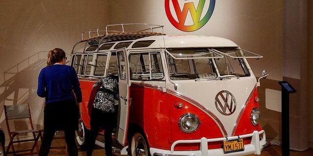 1960 VW Deluxe '23-Window' Microbus