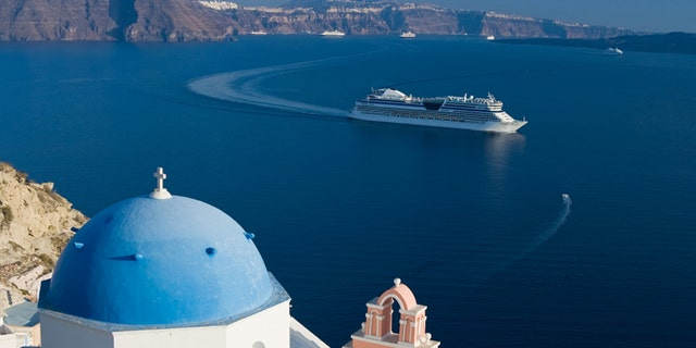 Multiple cruise lines are offering deals to the Greek islands in 2016.