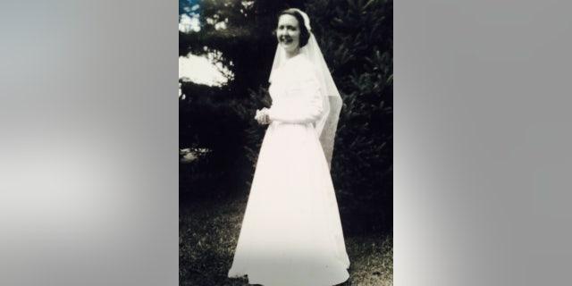 Mary pflum peterson white dresses