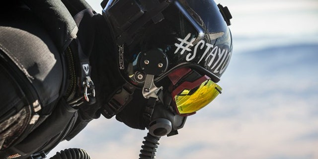dd1a4274e5c (Skullcandy). (Skullcandy). The prior record was 17.83 miles absolute  distance traveled in a wing suit ...