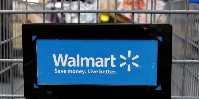 File photo: A customer pushes a shopping cart at a Walmart store in Chicago, Illinois, U.S. November 23, 2016. (REUTERS/Kamil Krzaczynski)