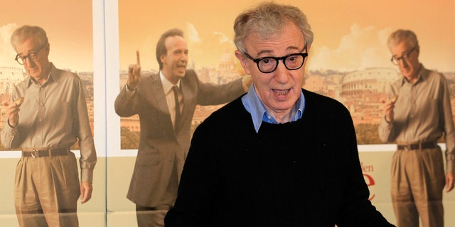 """U.S. director Woody Allen gestures during a photocall for the film"""" To Rome with Love"""" in Rome, April 13, 2012. REUTERS/Stefano Rellandini (ITALY - Tags: ENTERTAINMENT) - RTR30O6H"""