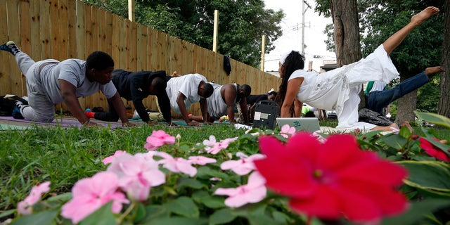 Karampal Kaur (R) teaches a yoga class in the Englewood neighborhood of Chicago, Illinois, August 13, 2014. REUTERS/Jim Young