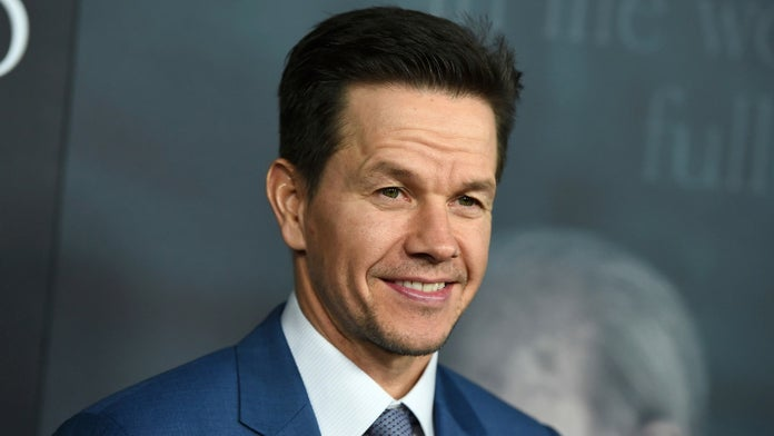 Tom Brady, Mario Lopez thirst over Mark Wahlberg's incredible abs
