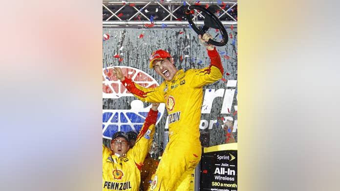 Joey Logano Wins Bristol For 2nd Straight Year And Holds Off Gibbs Drivers Fox News