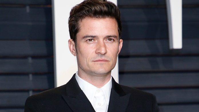 Orlando Bloom had his dog's skeleton mounted at home