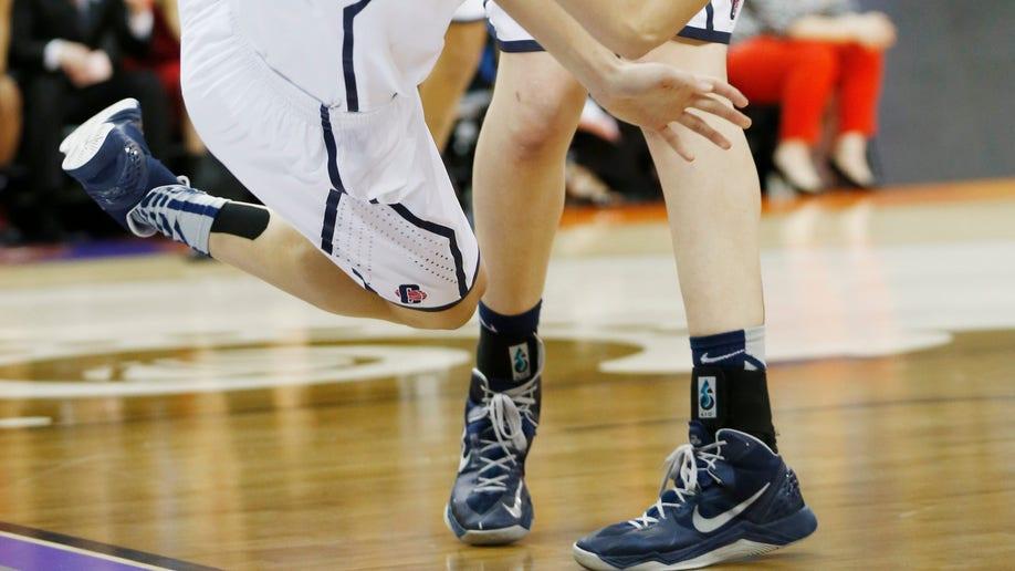 18c256fd-NCAA Championship Final Four Louisville UConn basketball