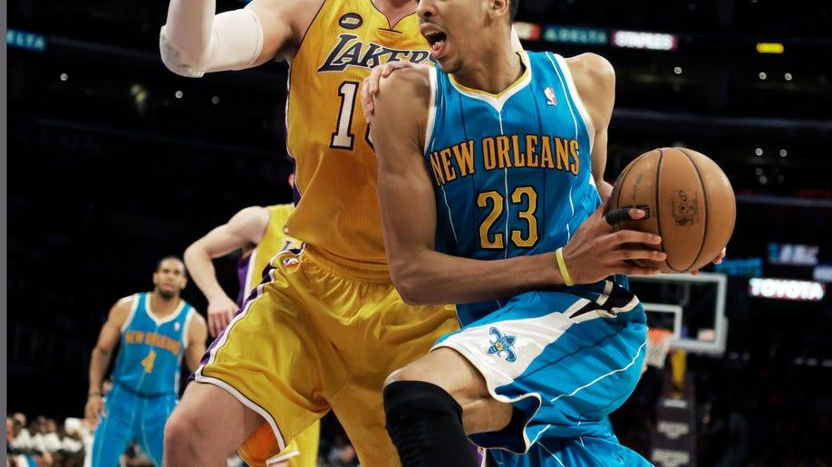 55e9cf3c-Hornets Lakers Basketball