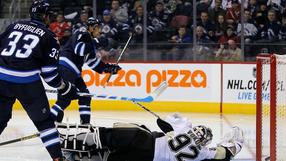 7a1c6f7e-Penguins Jets Hockey