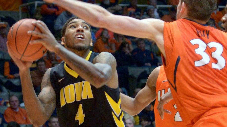 ef4f4e87-Iowa Illinois Basketball