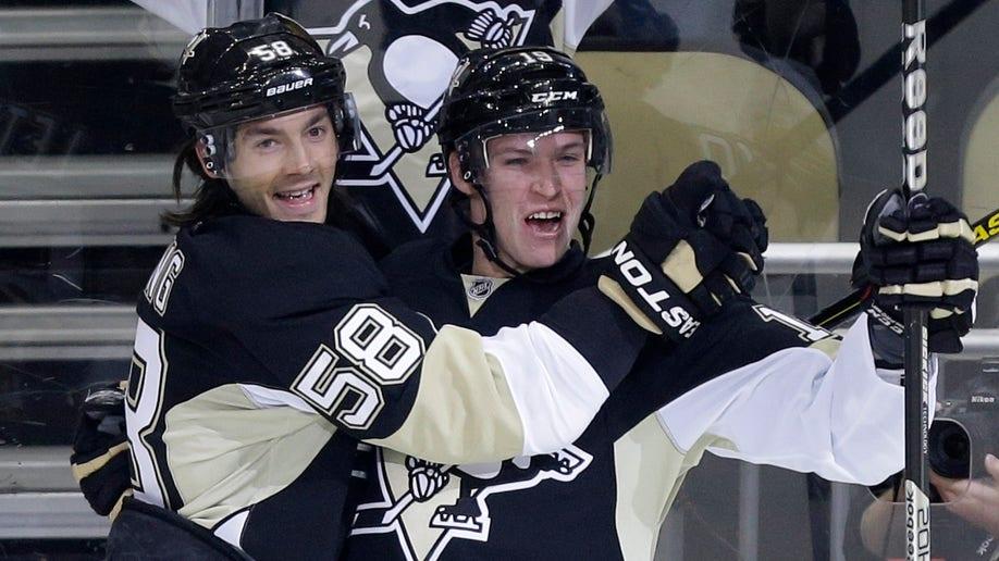32eba140-Islanders Penguins Hockey