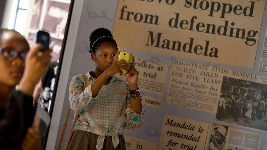 5ff46360-South Africa Mandela Mourning
