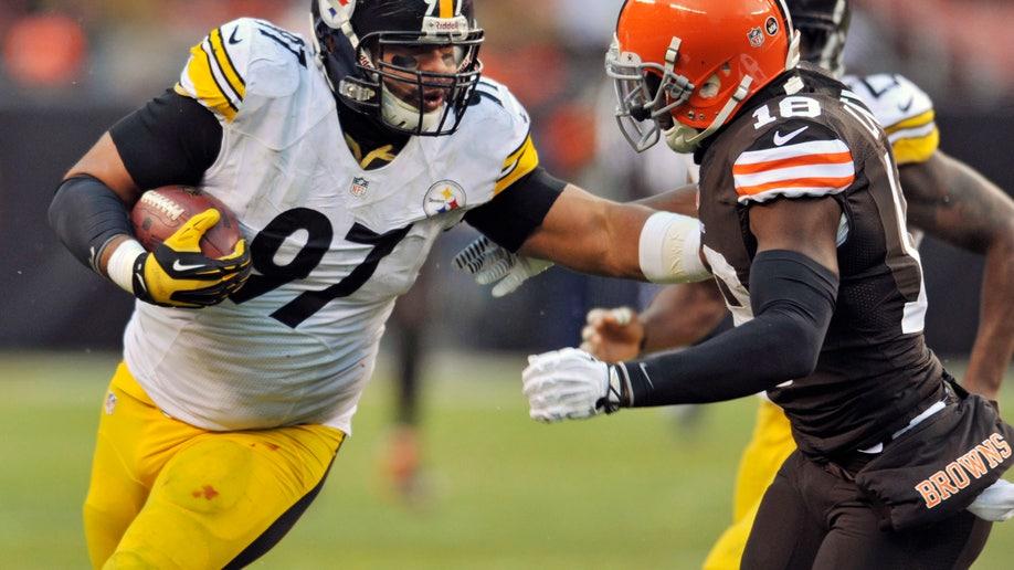 8c575df1-Steelers Browns Football