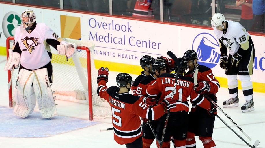 7e0d5de4-Penguins Devils Hockey