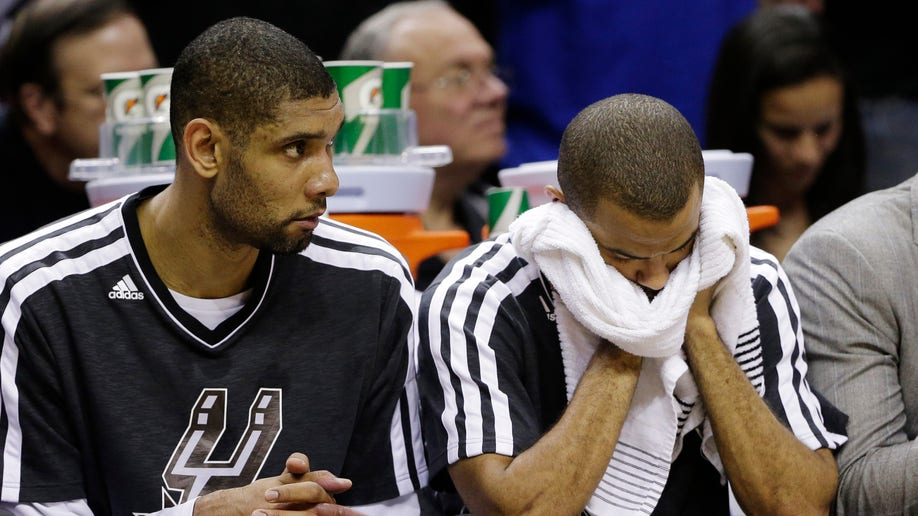 cf7cc91a-Warriors Spurs Basketball