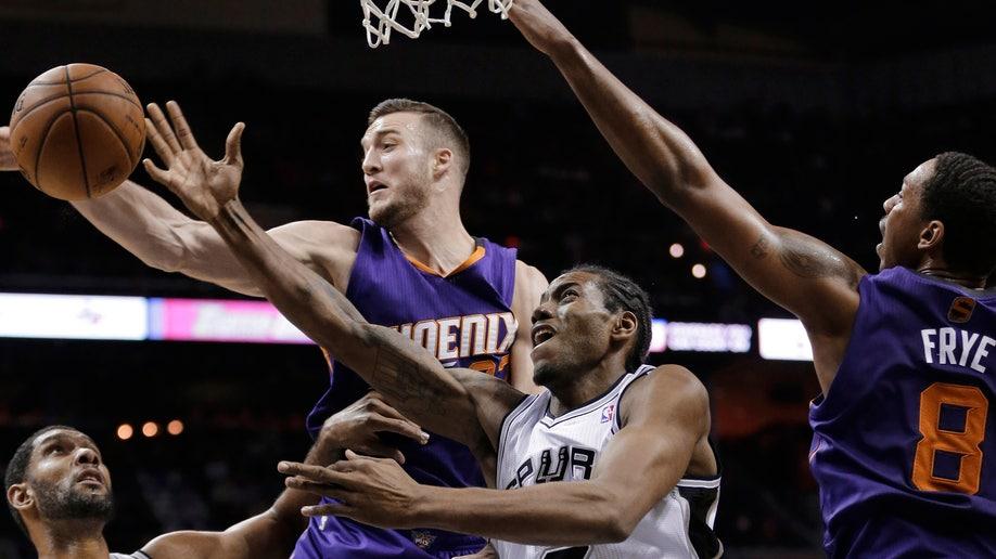 2fe0183f-Suns Spurs Basketball