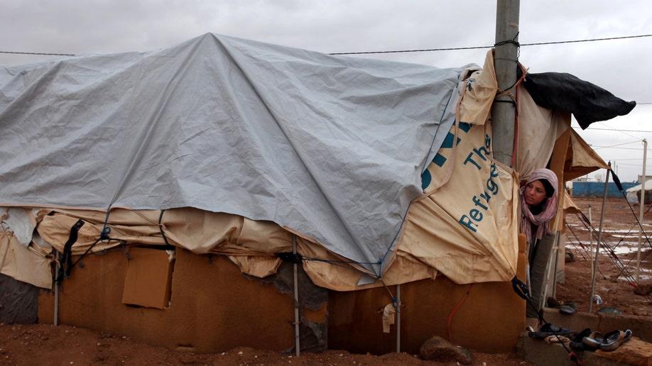 3bbb2842-Mideast Jordan Kuwait Syrian Aid