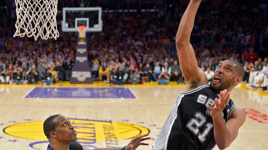 ce20b62b-Spurs Lakers Basketball