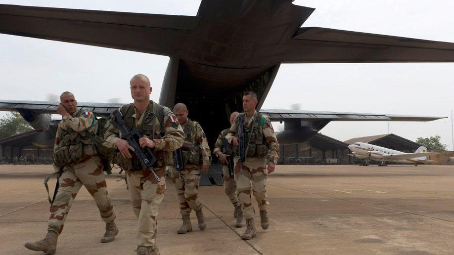 c98150a0-Mali Fighting