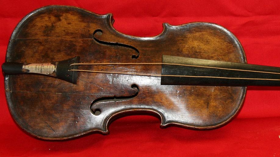 125531c4-Britain Titanic Violin