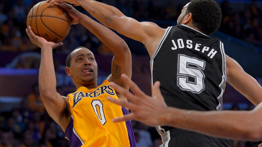 3b334d37-Spurs Lakers Basketball