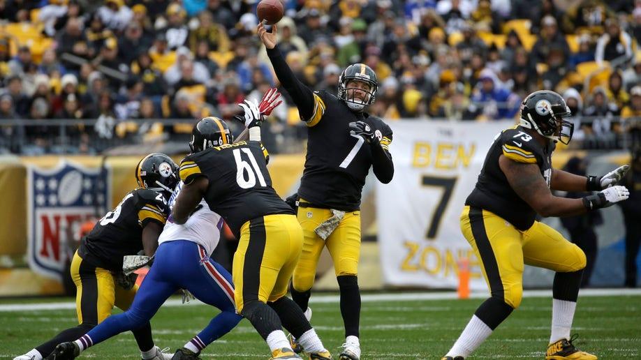 1497da3d-Bills Steelers Football