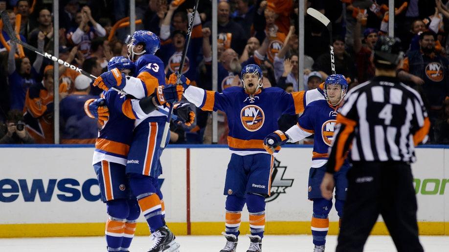 776f3e4c-Penguins Islanders Hockey