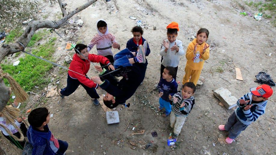 5807db15-Mideast Lebanon Refugee Fears