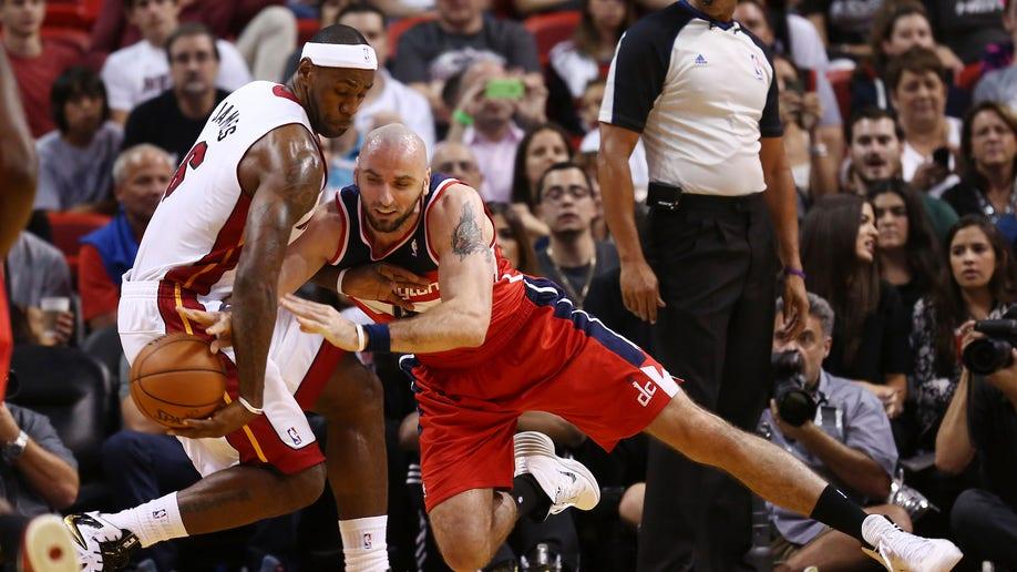 360d930e-Wizards Heat Basketball