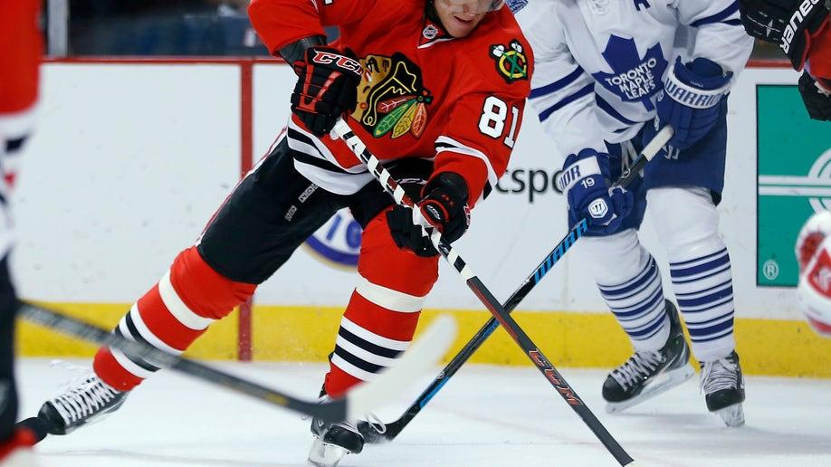 1507ff49-Maple Leafs Blackhawks Hockey