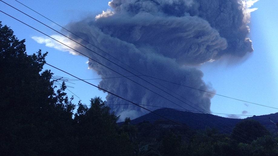 4e2ee00c-Salvador Volcano