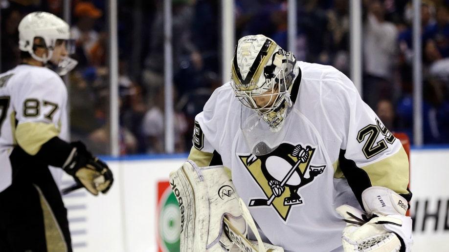 2d351077-Penguins Islanders Hockey
