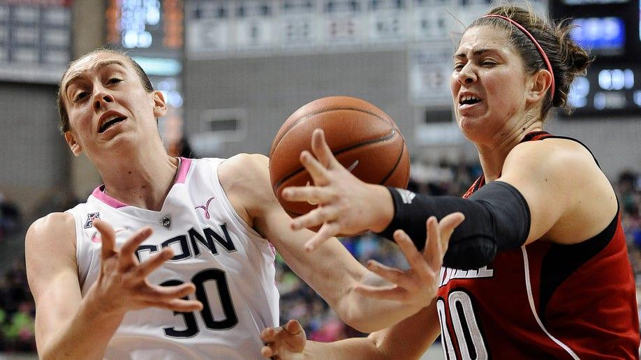 Louisville UConn Basketbaall