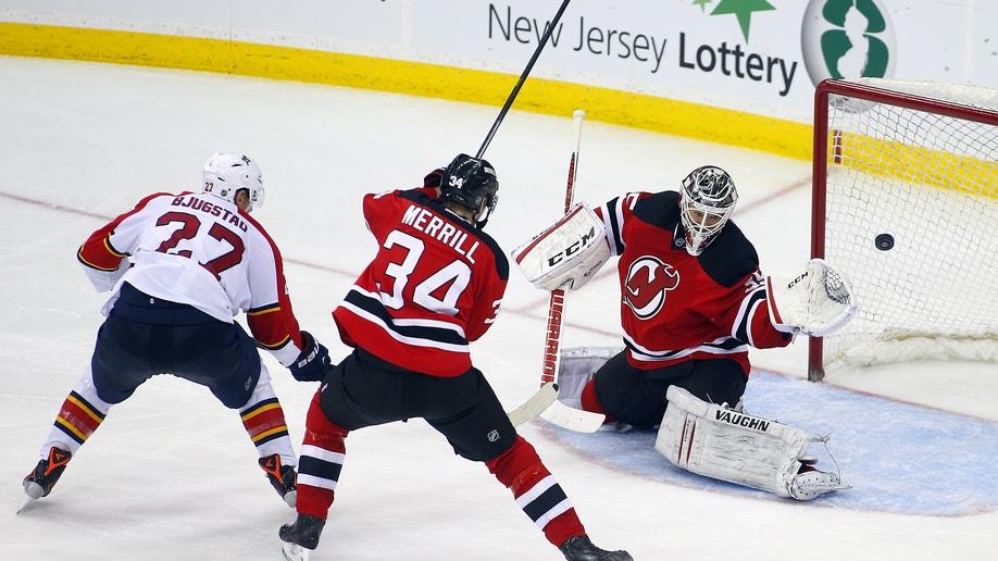 5bb17757-Panthers Devils Hockey
