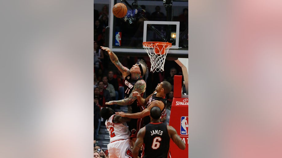 b4540275-Heat Bulls Basketball