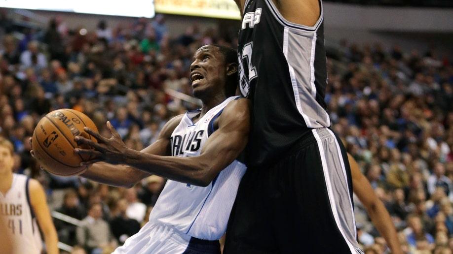48599043-Spurs Mavericks Basketball