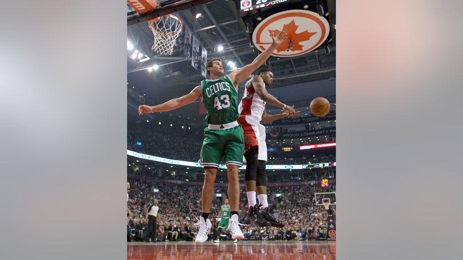 926ac3bd-Celtics Raptors Basketball