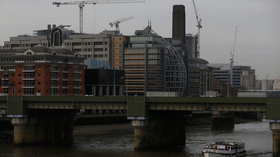 30b8d09d-Britain London Skyline