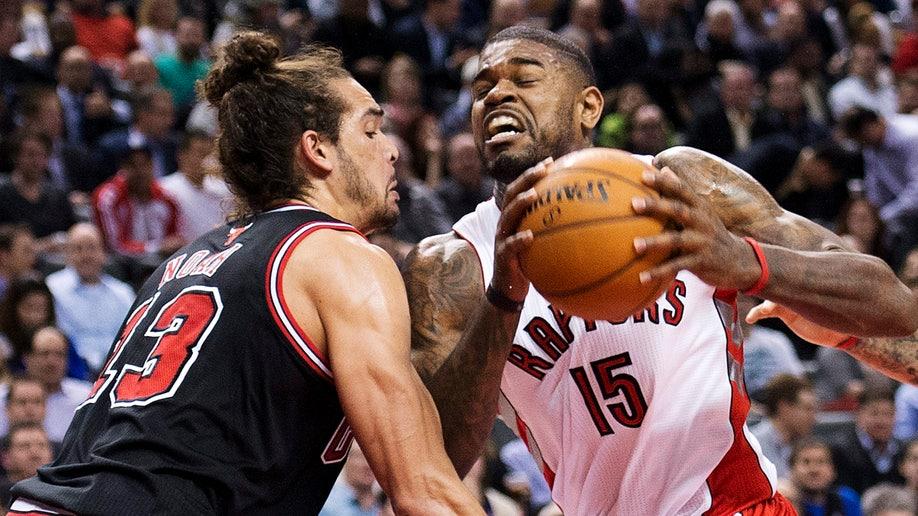 9308e8c5-Bulls Raptors Basketball