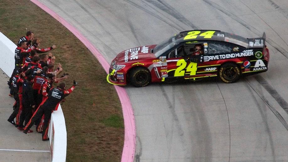 9551e70b-NASCAR Around The Track Auto Racing