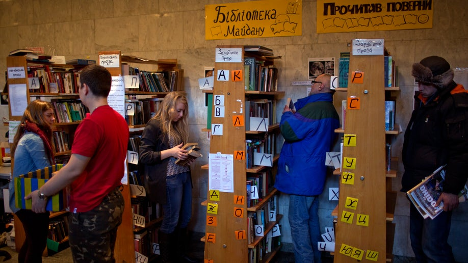 82dbee75-Ukraine Protest Library