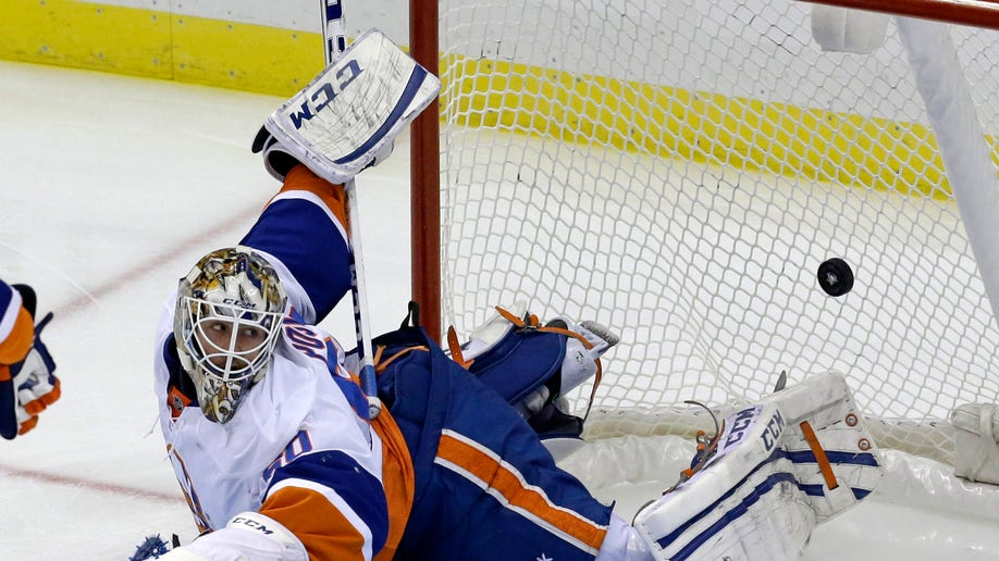 78799c60-Islanders Penguins Hockey