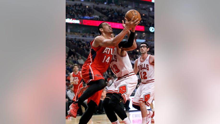f2096e63-Hawks Bulls Basketball