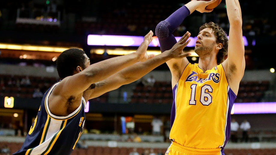 be87867f-Jazz Lakers Basketball
