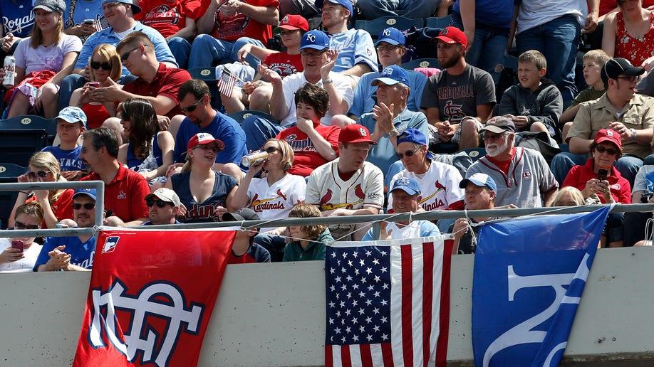 eecd9483-Cardinals Royals Baseball