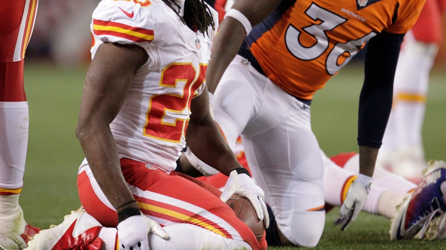 c11516ae-Chiefs Broncos Football