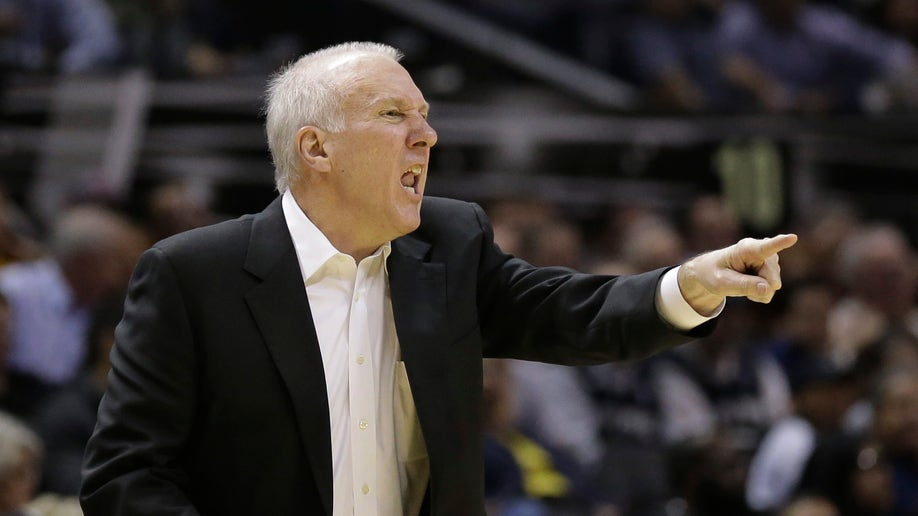 afd1ee52-Hawks Spurs Basketball