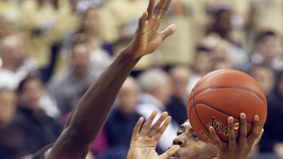 57e725b3-Clemson Pittsburgh Basketball