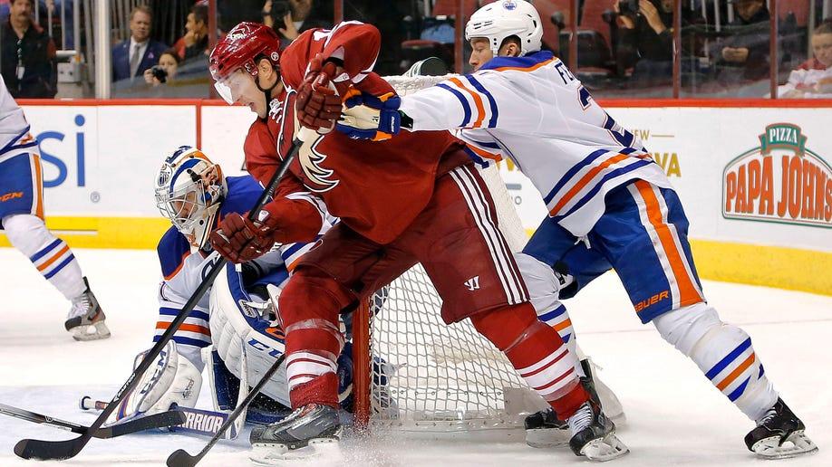 34050183-Oilers Coyotes Hockey