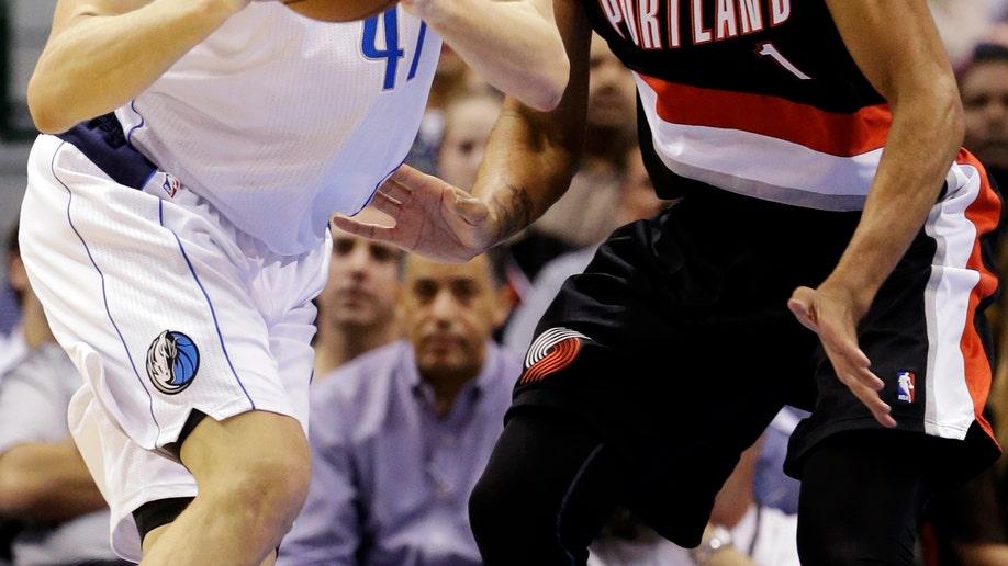 92f60e9b-Trail Blazers Mavericks Basketball